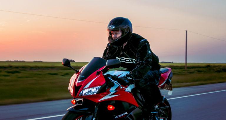 ¿que debo saber antes de comprar un casco de moto?